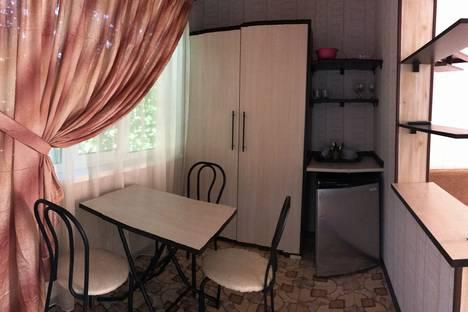 Сдается комната посуточно в Николаевке, улица Садовая 28 комната №14.