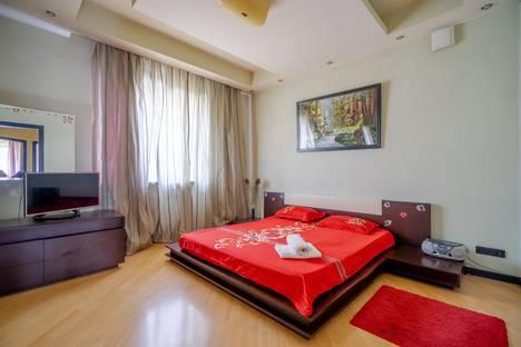 Сдается 4-комнатная квартира посуточно, ул. Маши Порываевой, д. 38а.