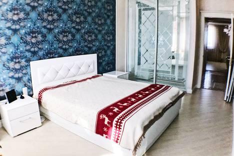 Сдается 2-комнатная квартира посуточно в Омске, улица Красина, 4.