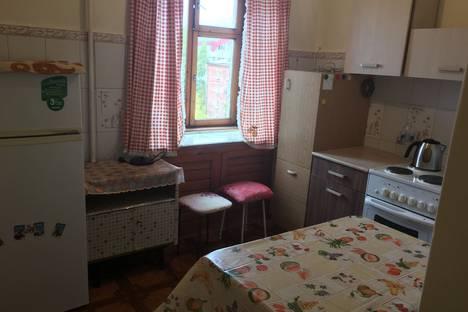 Сдается 3-комнатная квартира посуточно, улица Иосифа Уткина 6.
