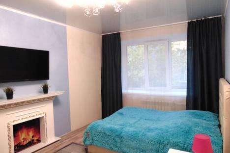 Сдается 2-комнатная квартира посуточно в Барнауле, улица Кирова, 75.