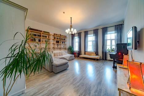 Сдается 2-комнатная квартира посуточно, набережная Адмиралтейского канала, 25.