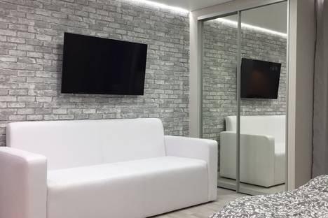 Сдается 1-комнатная квартира посуточно в Саранске, улица Севастопольская, 17.