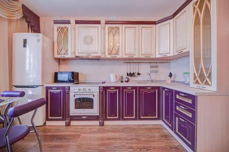 Сдается 2-комнатная квартира посуточно в Челябинске, улица Братьев Кашириных, 111.