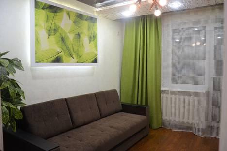 Сдается 2-комнатная квартира посуточно, улица Красноармейская, 100.