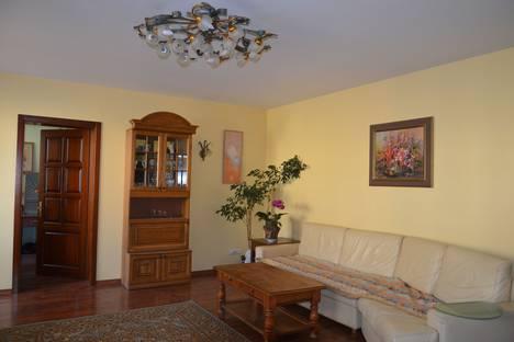 Сдается 4-комнатная квартира посуточно в Иркутске, Партизанская улица, 73.