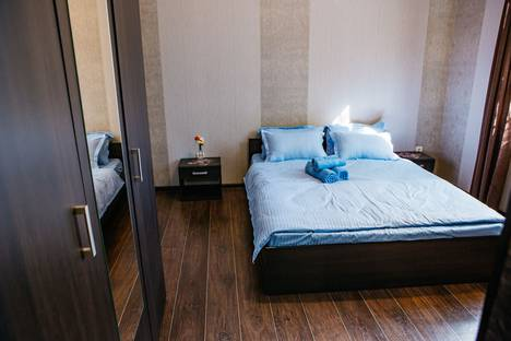 Сдается 2-комнатная квартира посуточно в Алматы, Алмалинский район, Торекулова 66.