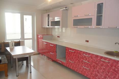 Сдается 2-комнатная квартира посуточно в Энгельсе, ул. Степная, 74А.