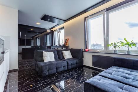 Сдается 1-комнатная квартира посуточно в Санкт-Петербурге, Кременчугская улица, 11.