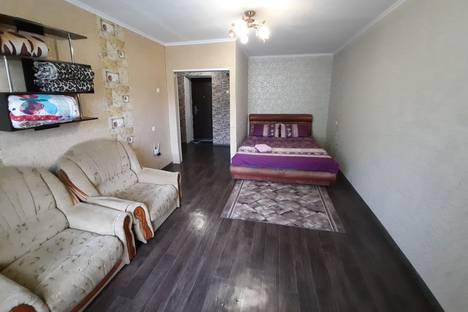 Сдается 1-комнатная квартира посуточно в Днепродзержинске, Аношкина 7Б.