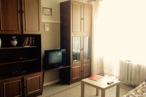 Сдается 1-комнатная квартира посуточно в Петергофе, ул.Братьев Горькушенко, 1.