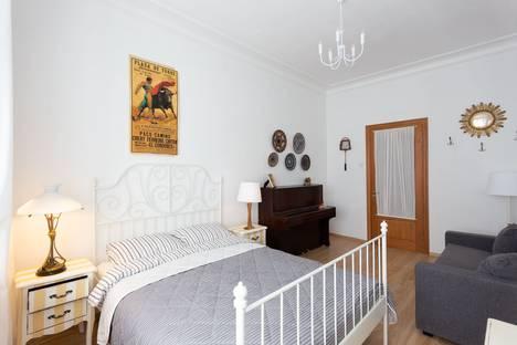 Сдается 2-комнатная квартира посуточно, набережная канала Грибоедова, 33.