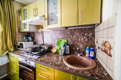 Сдается 1-комнатная квартира посуточно в Калуге, улица Суворова, 15.