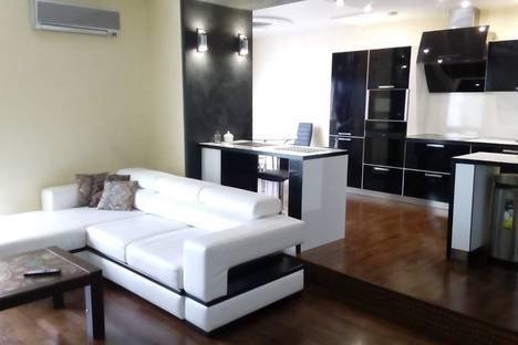 Сдается 2-комнатная квартира посуточно в Тюмени, улица Максима Горького, 68.