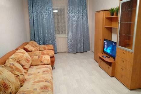 Сдается 2-комнатная квартира посуточно в Тюмени, Таврическая улица, 10.