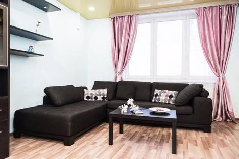 Сдается 2-комнатная квартира посуточно, улица Московская, 77.