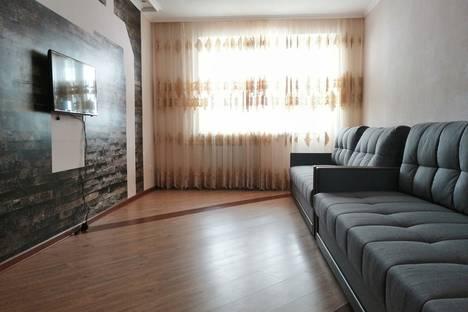 Сдается 3-комнатная квартира посуточно, Доватора 31 корпус 1 подъезд 8.