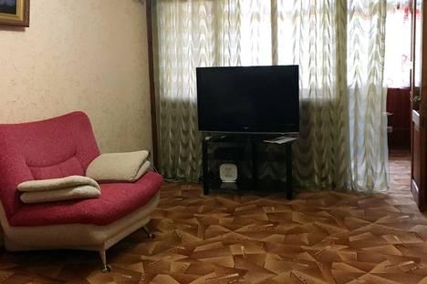 Сдается 2-комнатная квартира посуточно в Сочи, улица Роз, 14.