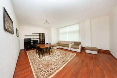 Сдается 3-комнатная квартира посуточно в Астане, улица Динмухамеда Кунаева, 12.