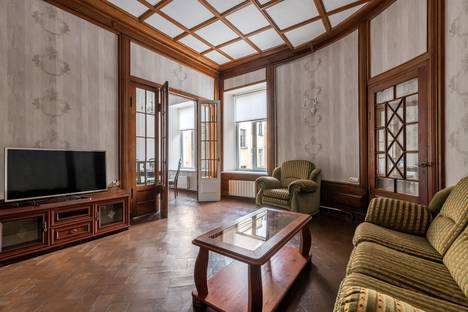 Сдается 2-комнатная квартира посуточно, Большая Морская улица, 48.