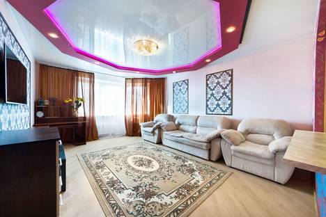 Сдается 2-комнатная квартира посуточно, Проспект Ракетостроителей 1к1.