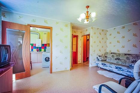 Сдается 2-комнатная квартира посуточно в Чебоксарах, улица Максимова, 7.