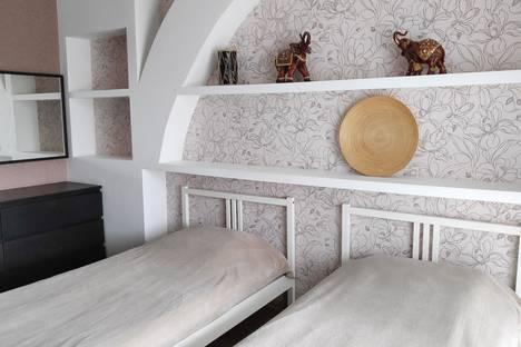 Сдается 3-комнатная квартира посуточно в Тольятти, улица Дзержинского, 9.