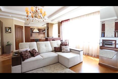 Сдается 2-комнатная квартира посуточно в Астане, проспект Кабанбай Батыра 58/Б.