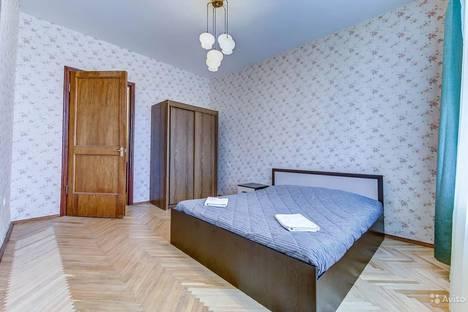 Сдается 3-комнатная квартира посуточно в Санкт-Петербурге, проспект Юрия Гагарина, 35.