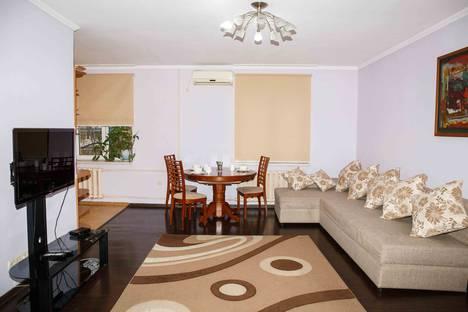 Сдается 2-комнатная квартира посуточно в Алматы, Шарипова 125, ушг Абая.