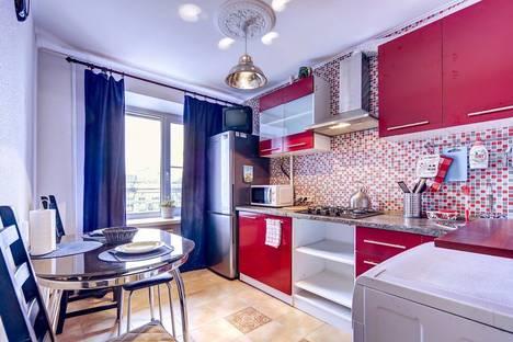 Сдается 1-комнатная квартира посуточно, улица Ленсовета, 64.
