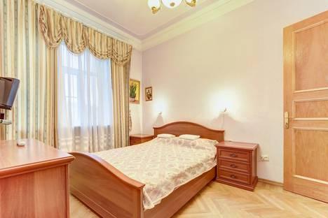 Сдается 3-комнатная квартира посуточно, Московский пр-кт, 216.