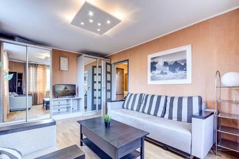 Сдается 2-комнатная квартира посуточно, Большевиков пр-кт, 5.