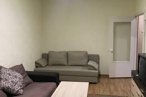Сдается 2-комнатная квартира посуточно в Кировске, Олимпийская улица, 87.