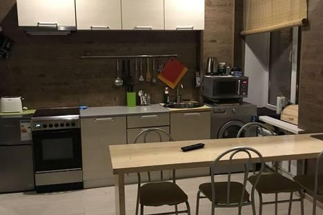 Сдается 2-комнатная квартира посуточно в Кировске, улица Парковая, 1.
