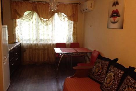 Сдается 2-комнатная квартира посуточно, Уссурийский бульвар, 15.