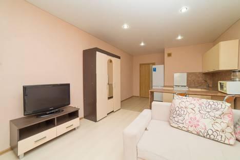 Сдается 1-комнатная квартира посуточно в Челябинске, улица Молодогвардейцев, 74.