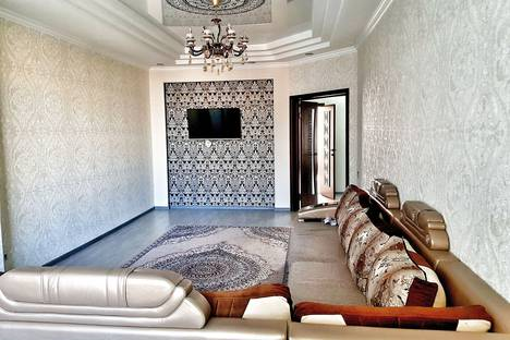 Сдается 3-комнатная квартира посуточно в Бишкеке, улица Турусбекова, 100.