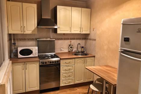 Сдается 1-комнатная квартира посуточно в Шахтах, переулок Кирова, 74.