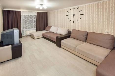 Сдается 2-комнатная квартира посуточно в Тольятти, Приморский бульвар, 46.