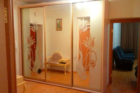 Сдается 2-комнатная квартира посуточно в Оренбурге, улица Юных Ленинцев, 19.