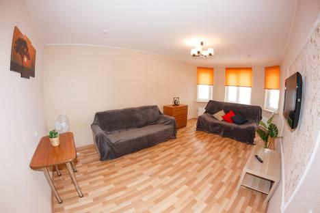 Сдается 2-комнатная квартира посуточно, улица Волжская набережная, 25.
