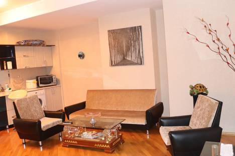 Сдается 2-комнатная квартира посуточно в Баку, улица С. Вургуна 25.