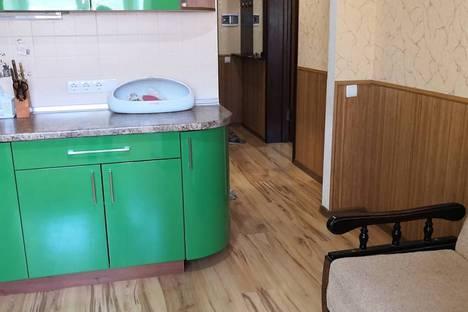 Сдается 2-комнатная квартира посуточно в Алуште, улица Пуцатова, 18.