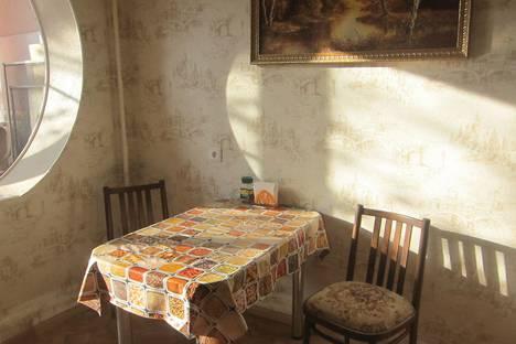 Сдается 2-комнатная квартира посуточно в Астрахани, проезд Николая Островского, д. 4, к.3.