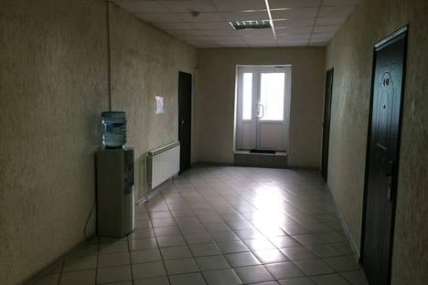 Сдается 1-комнатная квартира посуточно в Красноярске, проспект имени газеты Красноярский Рабочий, 8.
