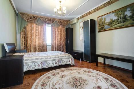 Сдается 2-комнатная квартира посуточно в Омске, улица Котельникова, 12.