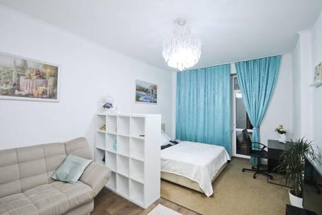 Сдается 1-комнатная квартира посуточно в Сургуте, Университетская улица, 9.