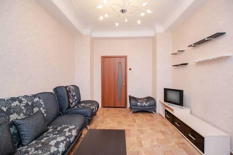 Сдается 2-комнатная квартира посуточно в Перми, улица Ленина, 83.