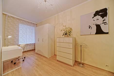 Сдается 2-комнатная квартира посуточно, Большая Конюшенная улица, 5.